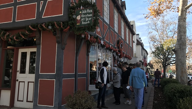 一年中クリスマスで一色の「Jule Hus」